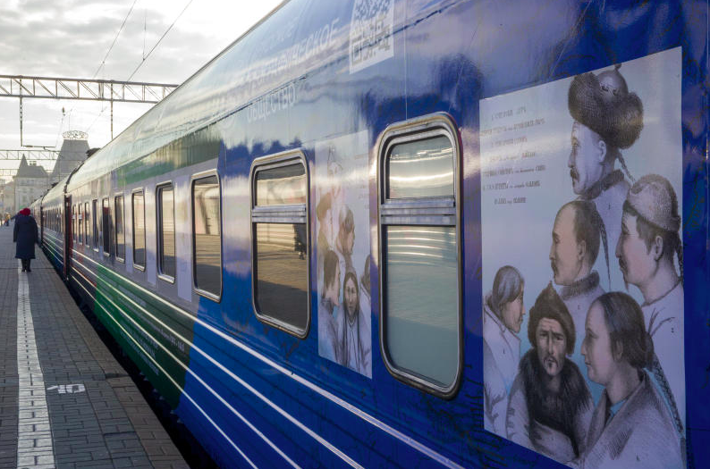 Train devoted to Russian travellers.png