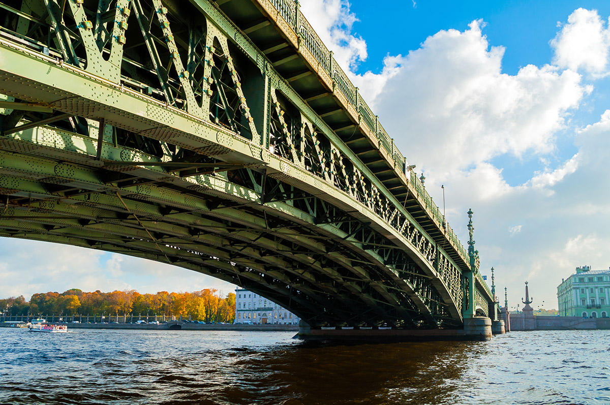 troitskiy bridge saint petersburg